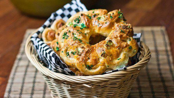 Готовим Выпечка Рогалик с сыром и сосисками