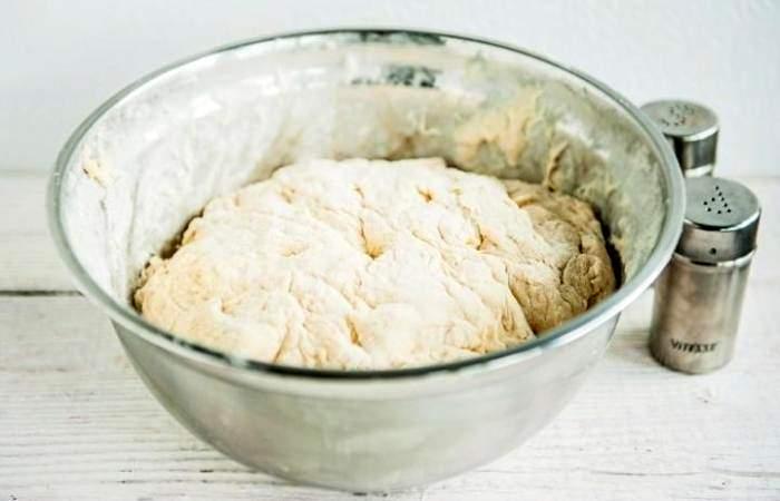Рецепт Рыбный пирог с рисом из дрожжевого теста шаг-4