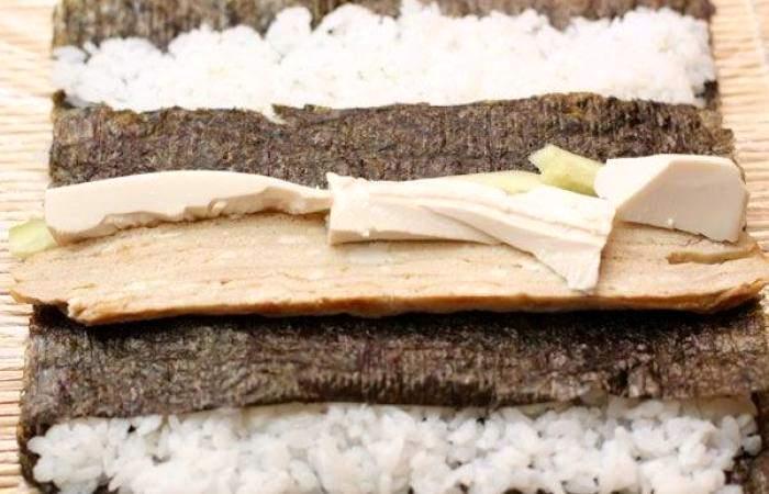 Рецепт Футомаки с омлетом и шиитаке шаг-9