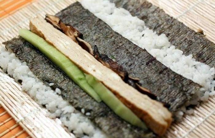 Рецепт Футомаки с омлетом и шиитаке шаг-8