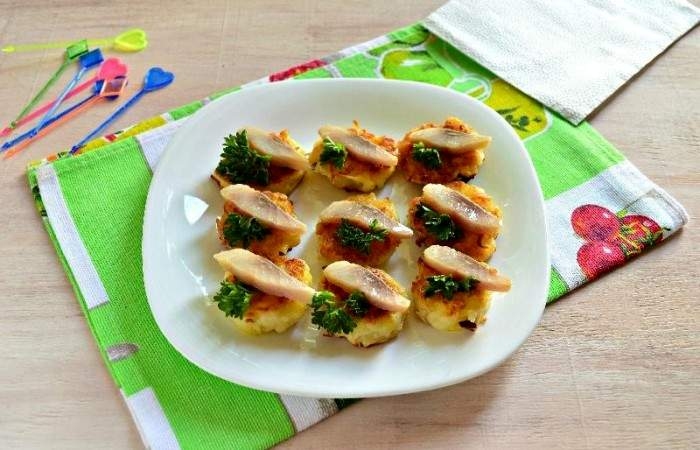 Рецепт Картофельные канапе с сельдью шаг-11