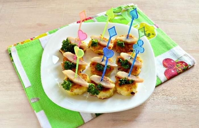 Рецепт Картофельные канапе с сельдью шаг-12