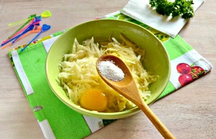 Рецепт Картофельные канапе с сельдью  шаг-4