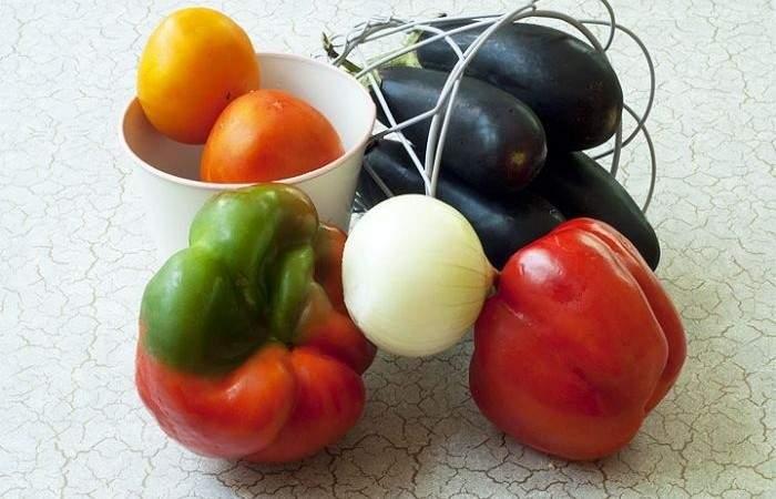 Рецепт Овощной салат из баклажанов шаг-1