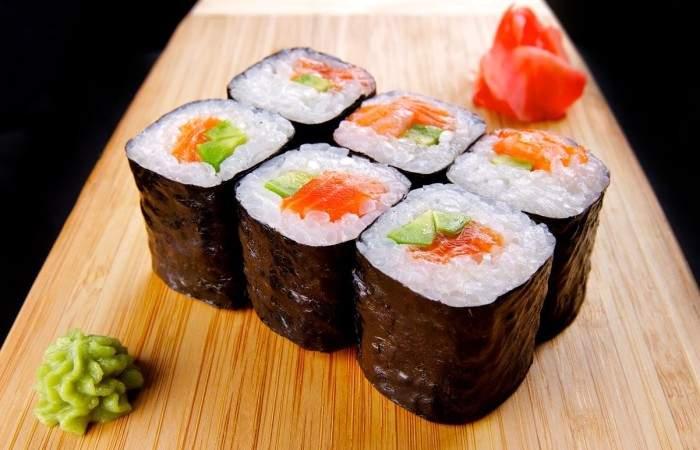 Готовим Закуски Роллы с лососем и авокадо