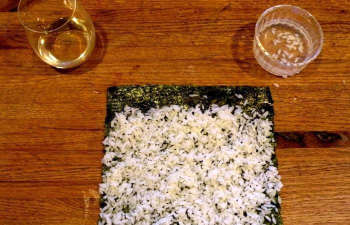 Рецепт Роллы с лососем и авокадо  шаг-2