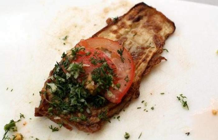 Рецепт Рулетики из баклажанов с помидорами шаг-7