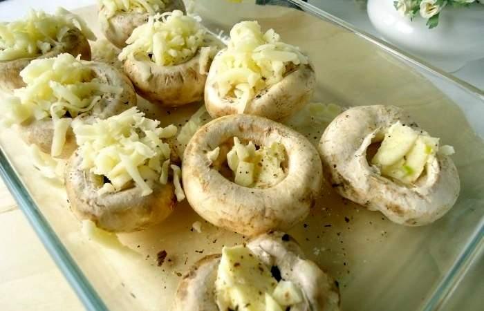 Рецепт Запеченные шампиньоны с сыром и овощами  шаг-2