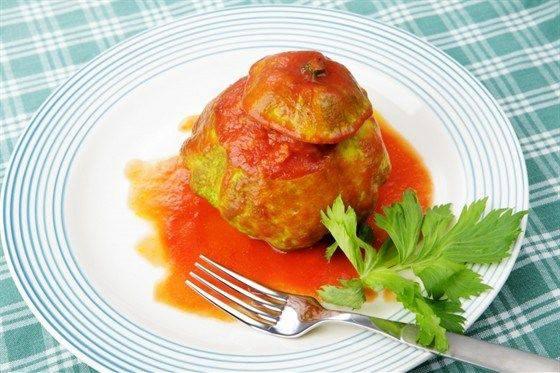 Фаршированные кабачки в томатном соусе
