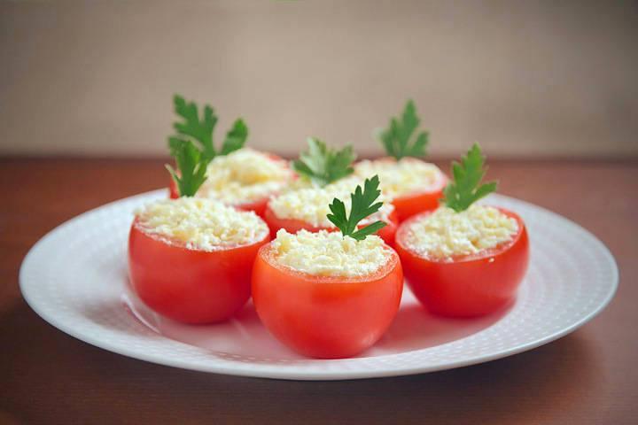 помидоры с сыром и чесноком фото рецепт