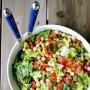 Салат с нутом и свежими овощами