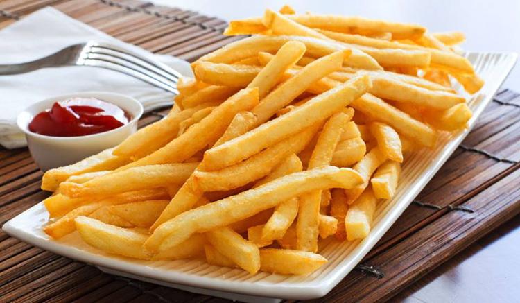 Жареный картофель и картофель фри