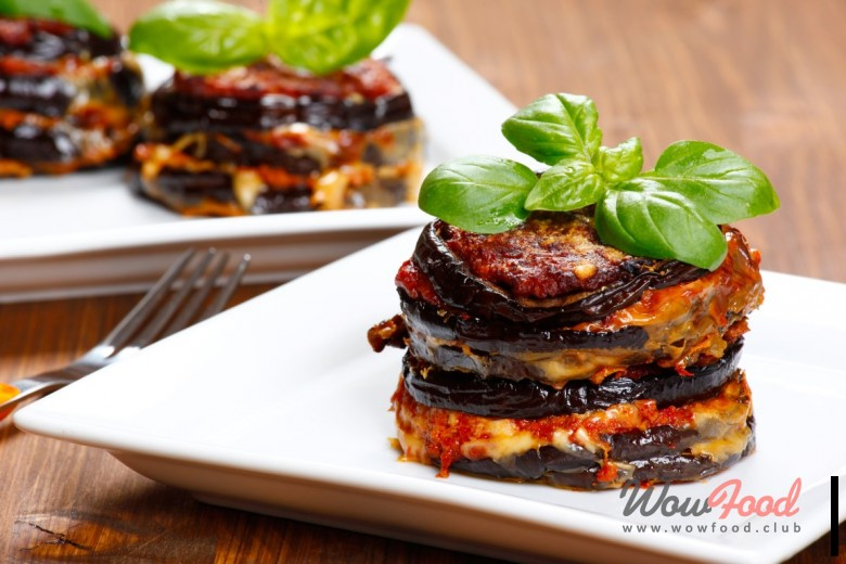Готовим Вегетарианские Баклажаны запеченные под томатным соусом с сырами