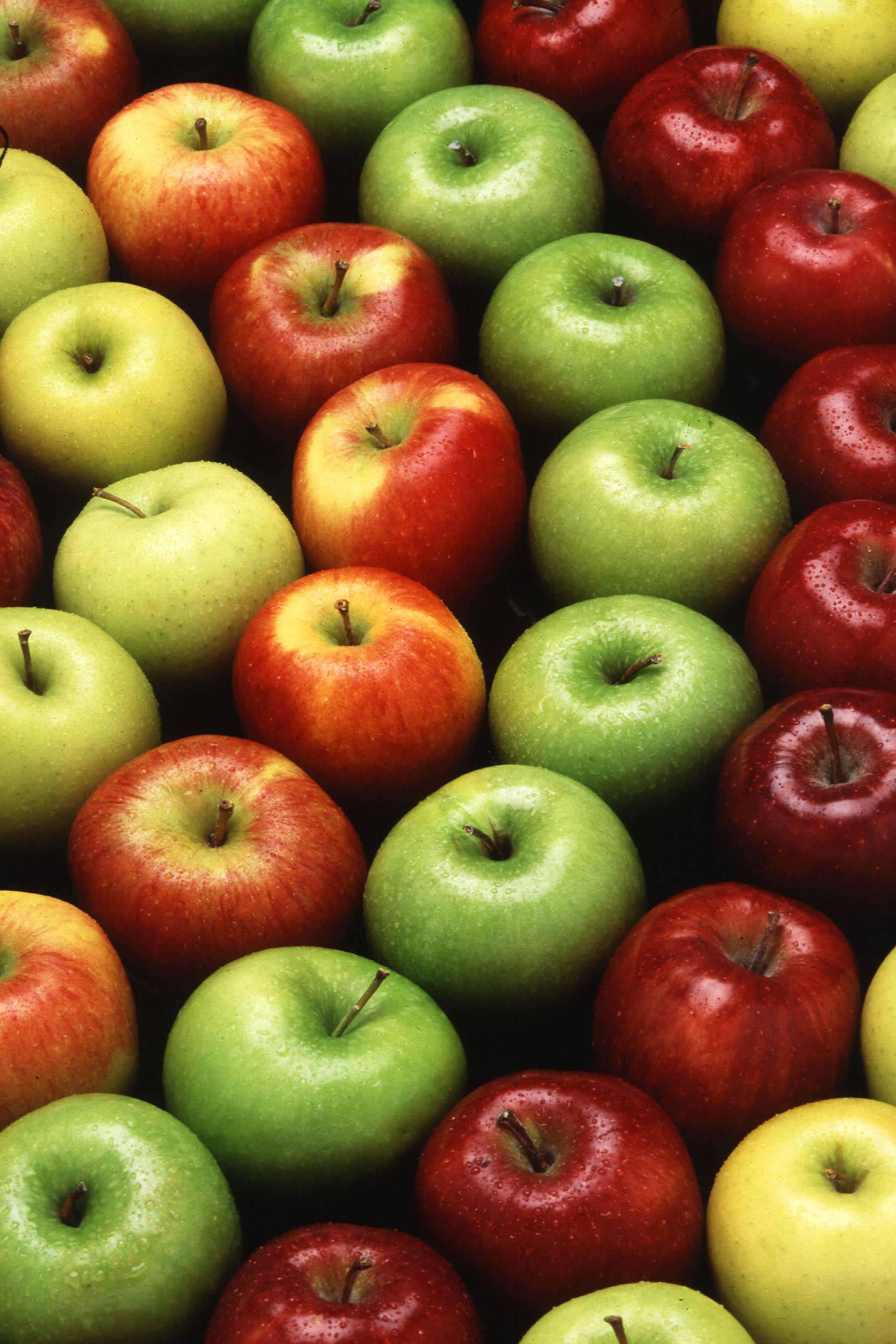 На яблоках