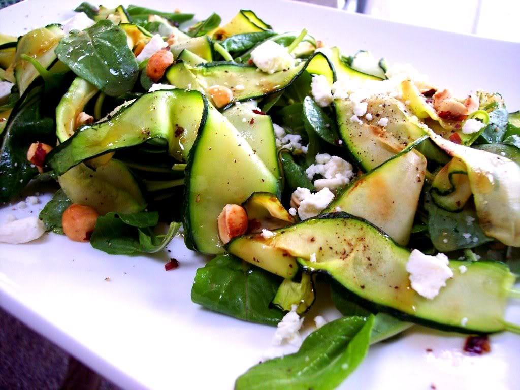 Салат из баклажанов с цуккини и лимоном баклажаны, цуккини, лимон, оливковое масло, чеснок салаты с малосольной и консервированной горбушей.