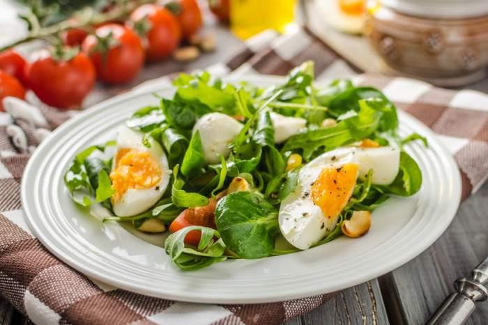 Начинать прием пищи с салатов